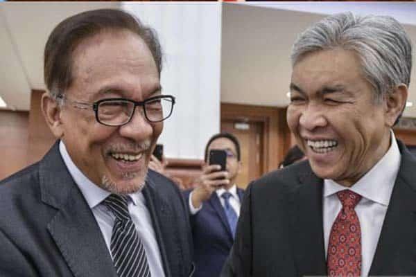 Umno gagalkan rancangan Anwar untuk menukar kerajaan