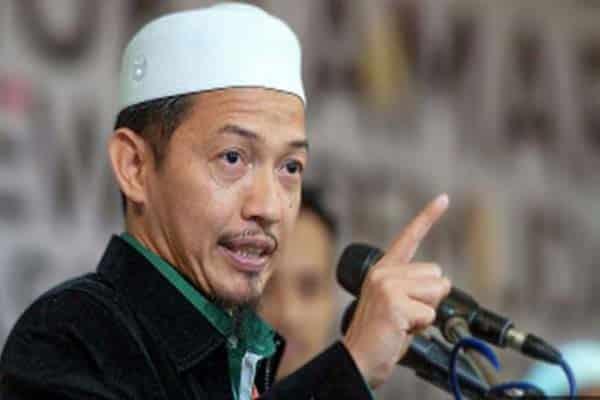 Nik Abduh sindir Khairuddin, baguslah beliau tak pakai pelitup muka
