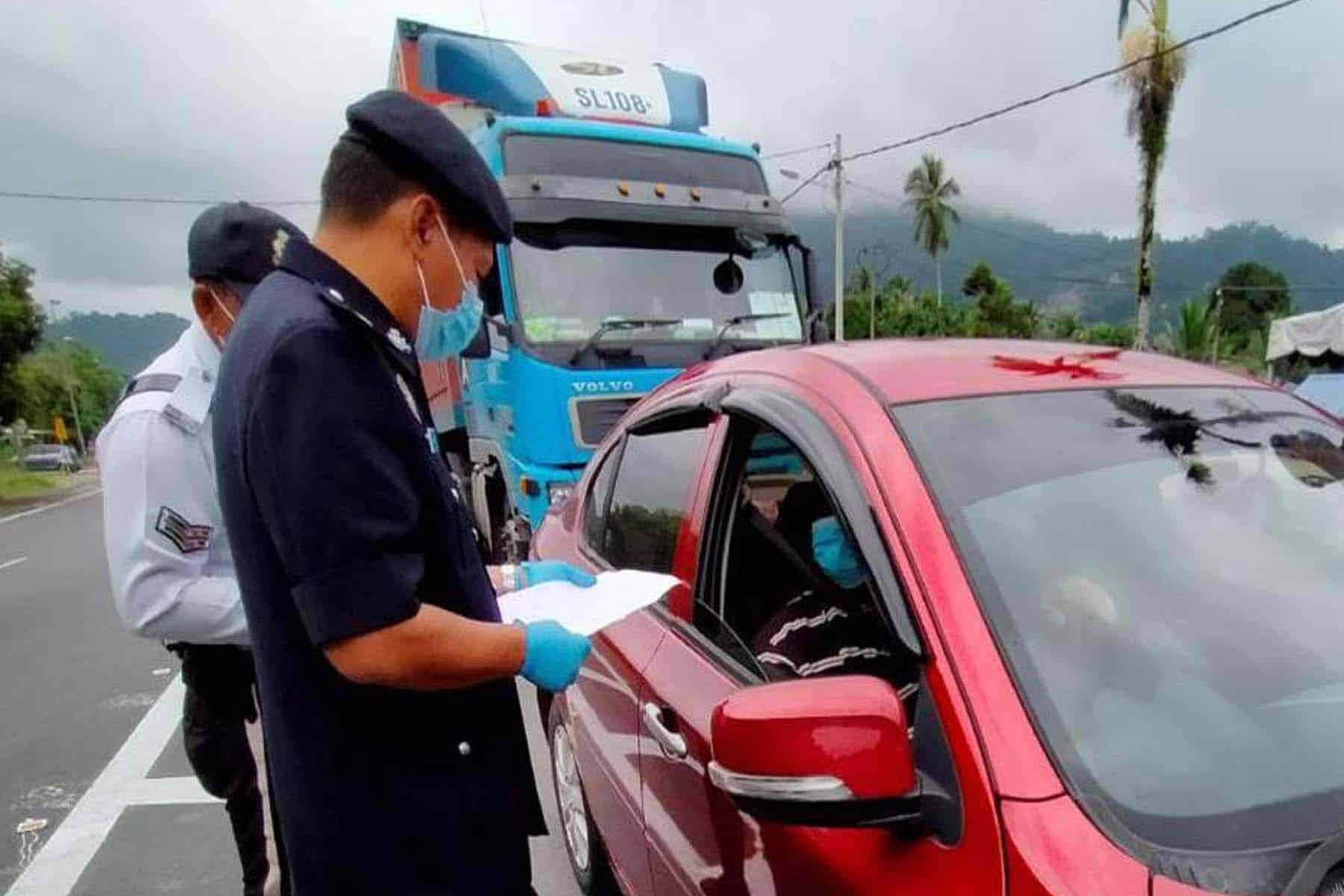 Kecewa : Polis Kelantan arah 21 kenderaan patah balik