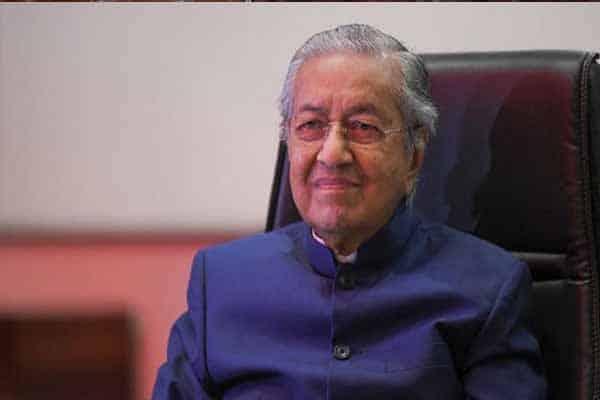 """""""Darurat hanya untuk kerajaan berkuasa, bukan untuk membendung Covid-19"""" – Mahathir"""