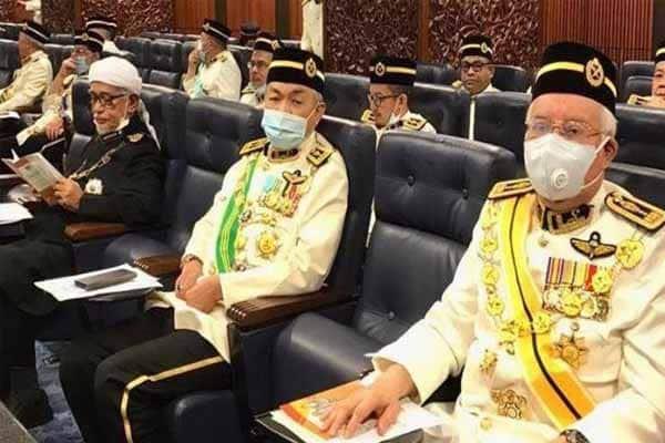 """GAME OVER : Najib dan Zahid akan pilih """"Dia"""" untuk selamat"""