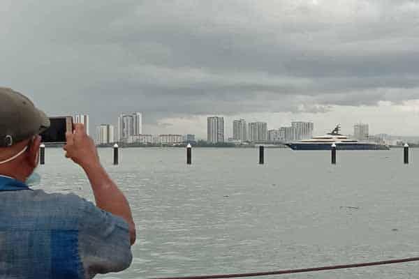 Tranquility berlabuh di perairan Pulau Pinang