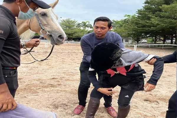 Wanita sarat 7 bulan tergelincir tunggang kuda