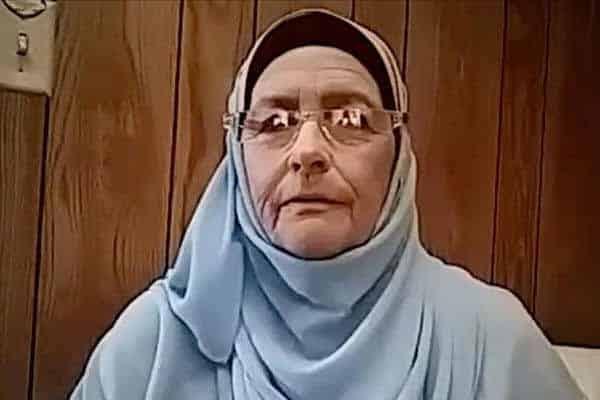 Nenek Dari Amerika Syarikat Masuk Islam Setelah Menonton 'Sinetron'