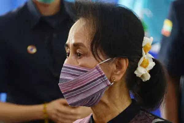Terkini !!! Tentera tahan Aung San Suu Kyi, rampasan kuasa di Myanmar?