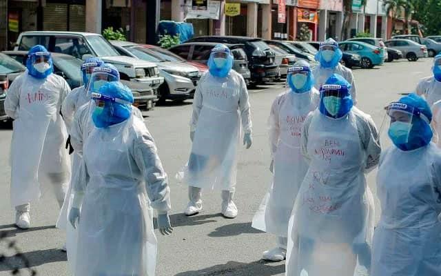 Azab pakai PPE ketika panas melampau