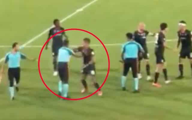 [Video] Panas !! Pemain Sarawak United serang pengadil selepas perlawanan tamat