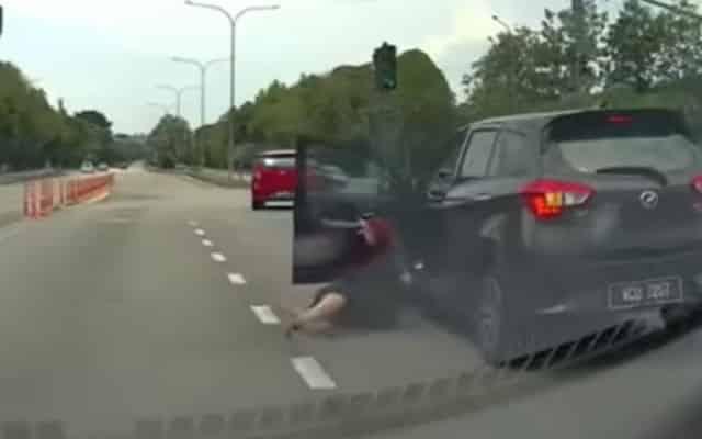 Tular video gadis terjun kereta kerana bergaduh dengan BF