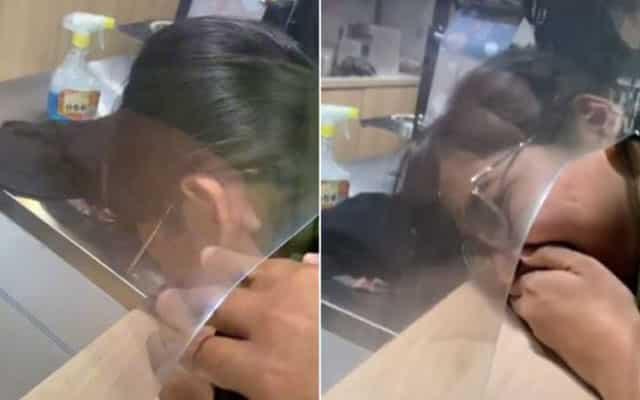 Tular video kepala gadis ini tersangkut di lubang kaunter pertanyaan