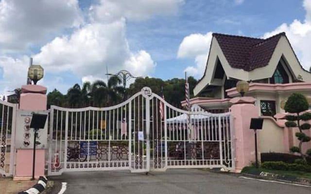 Exco kerajaan negeri Melaka mula kemas barang masuk kotak