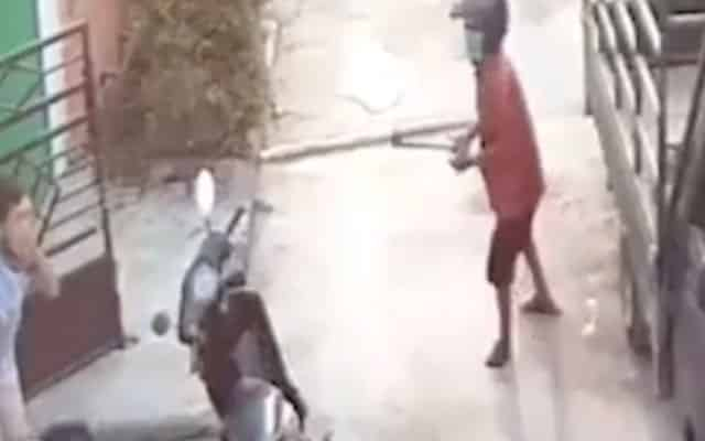 [Video] Lelaki cedera ditetak kapak, dituduh mencuri Wifi jirannya